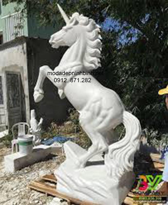 Mẫu ngựa đá đẹp 002