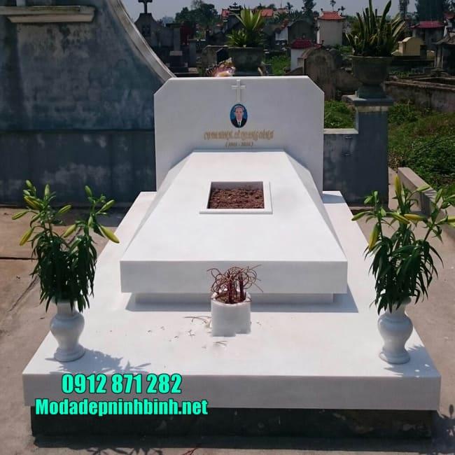 mộ thiết kế hiện đại bằng đá trắng