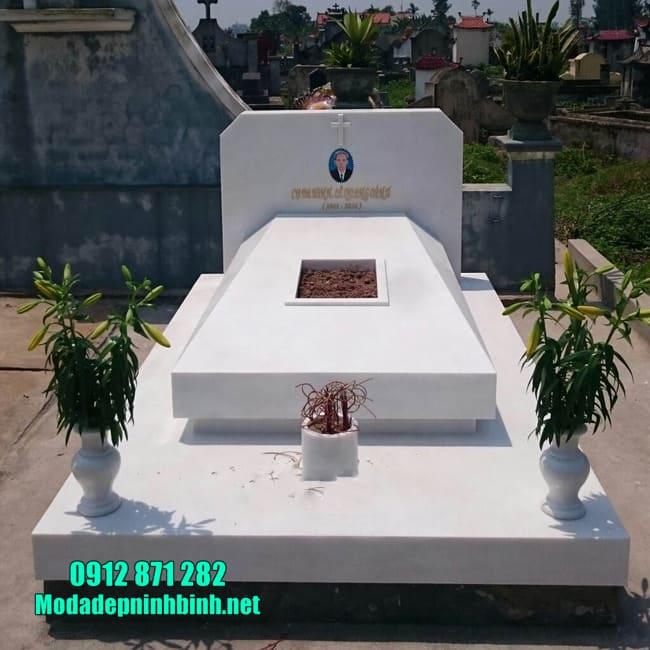 mộ đẹp nhất được làm bằng đá hoa cương